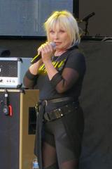 Blondie2019-07-24ForestHillsStadiumQueensNY.png