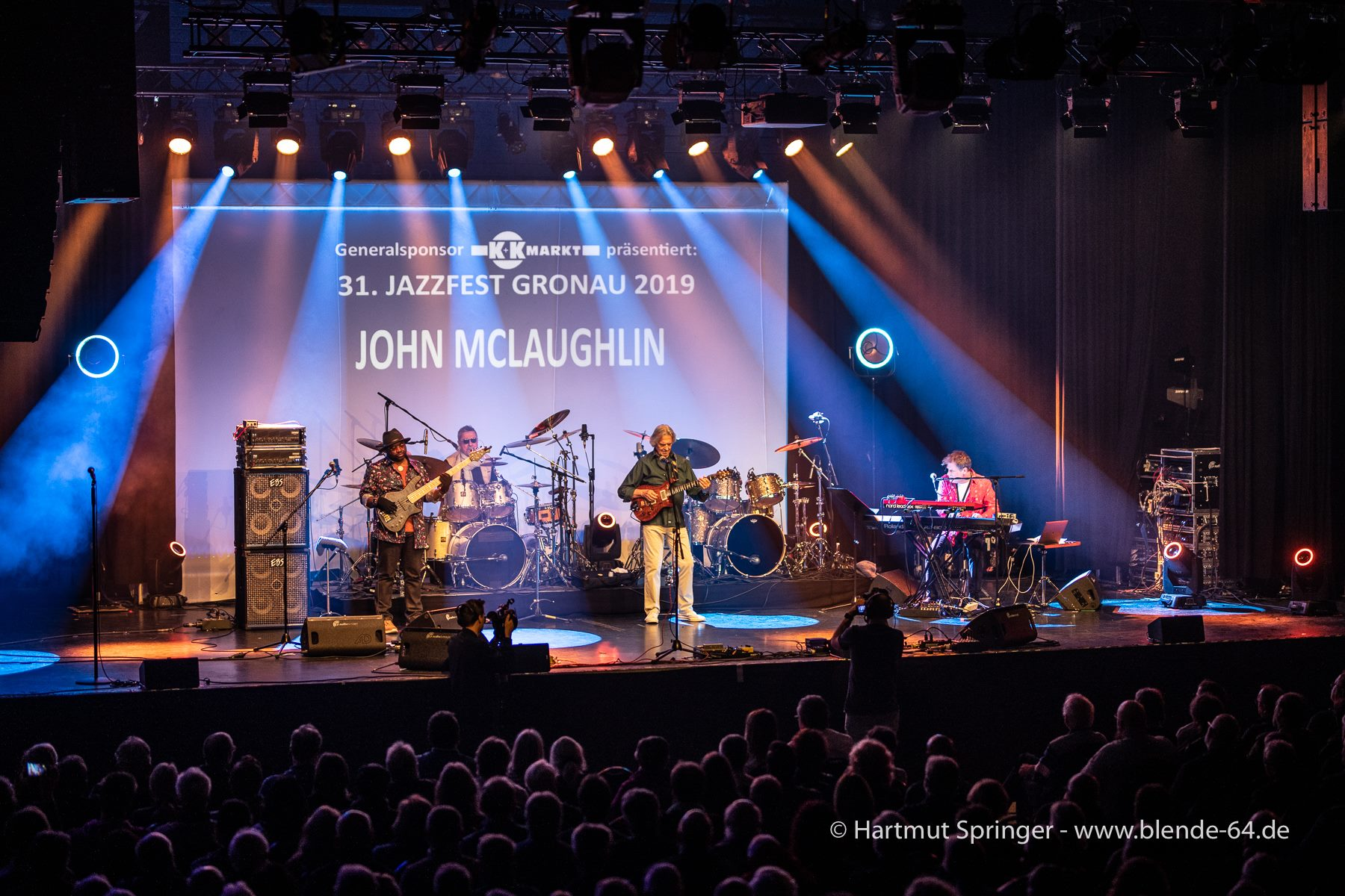 JohnMcLaughlinAndThe4thDimension2019-04-28GronauGermany (1).jpg