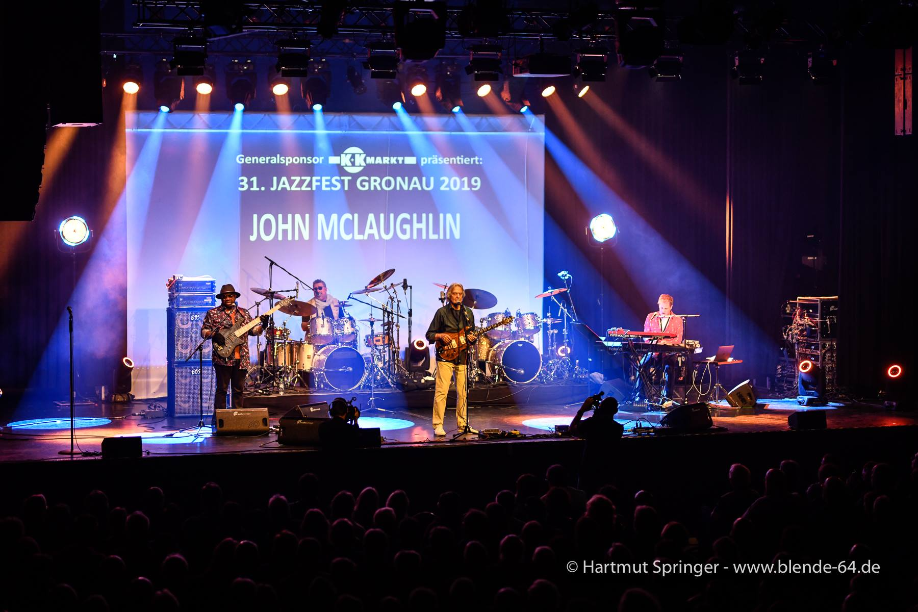JohnMcLaughlinAndThe4thDimension2019-04-28GronauGermany (15).jpg